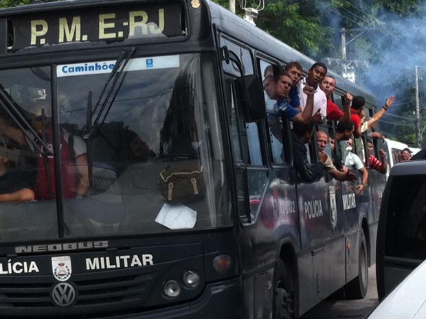 transferência bombeiros (Foto: Alba Valéria Mendonça / G1)