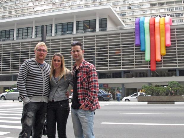 Luís (à esq.) irá à Parada com a filha Samara e o namorado Jaison (Foto: Paulo Toledo Piza/G1)