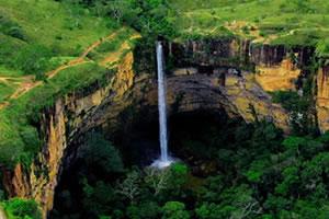 Cachoeira Véu de Noiva tem uma queda de 86m.