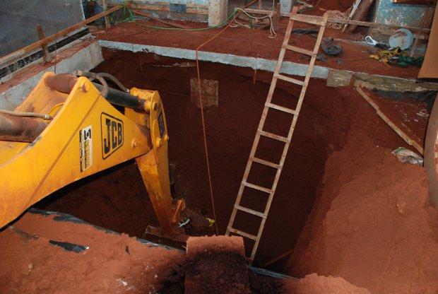 Operário morre soterrado em obra de poço de elevador em MS (Foto: Ribero Júnior/Fátima News)