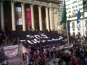faixa protesto (Foto: Carolina Lauriano/G1)