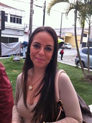 Mulher de Zé Elias espera que jogador seja libertado nesta sexta (Foto: Juliana Cardilli/G1)