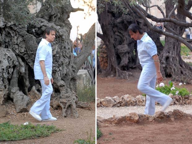 Roberto Carlos caminha pelo Jardim das Oliveiras, onde, segundo os Evangelhos, Jesus passou a noite da Paixão antes que Judas o entregasse aos soldados romanos. (Foto: Zé Paulo Cardeal/TV Globo)