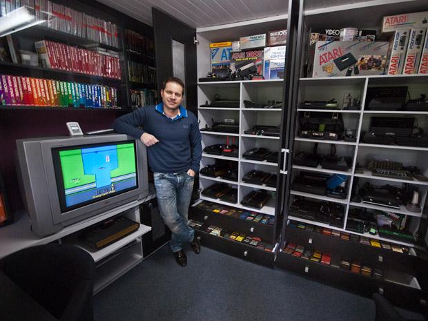 A coleção de Borba tem milhares de itens, guardados em uma sala especial. (Foto: Vinícius Sgarbe/G1 PR)
