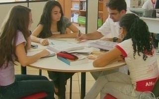 Com professores em greve, estudantes de MG se reúnem para estudar (Foto: TV Globo/Reprodução)