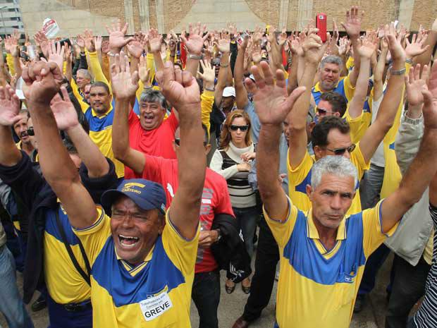 Assembleia no DF rejeita proposta da direção dos Correios (Foto: André Dusek/AE)
