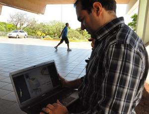Jorge Feitosa Filho é voluntário em grupo que troca informações médicas (Foto: Hélder Rafael/G1 MS)