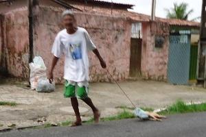 Cão é arrastado no asfalto na Paraíba (Foto: Divulgação/Arquivo Pessoal)