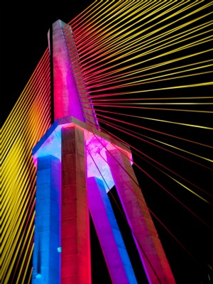 Luzes cênicas fazem parte do contrato de iluminação total da Ponte Rio Negro (Foto:  Chico Batata/Agecom)