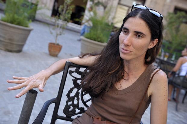 A blogueira Yoani Sanchéz, ganhadora do prêmio Ortega y Gasset de jornalismo digital na Espanha, em foto de 2008 (Foto: Adalberto Roque / AFP)