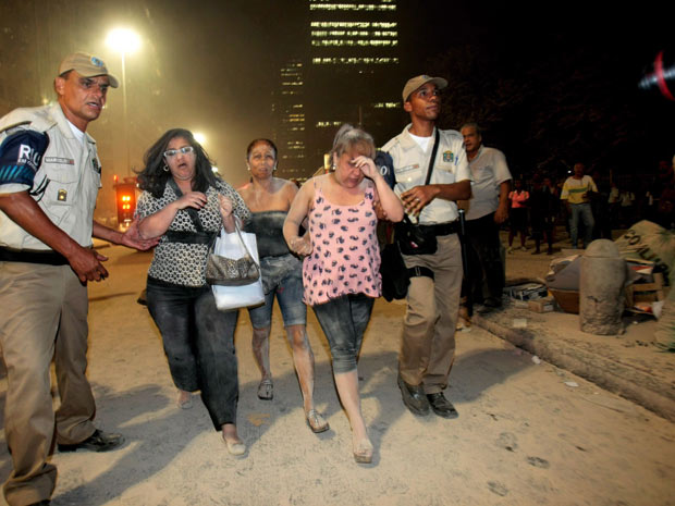 Prédio desaba no Centro do Rio (Foto: Marcelo Piu/Agência O Globo)