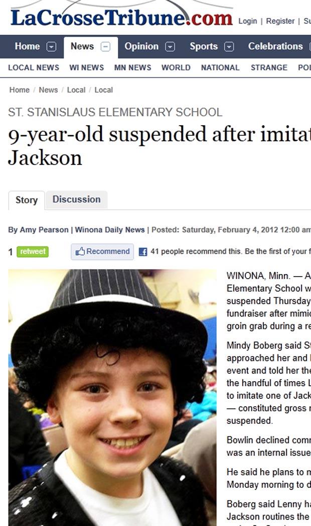 Mindy Boberg foi suspenso após imitar movimento de Michael Jackson. (Foto: Reprodução/La Crosse Tribune)
