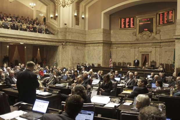 Legisladores de Washington debatem a lei do casamento gay nesta quarta-feira (8) em Olympia, Washington (Foto: AP)