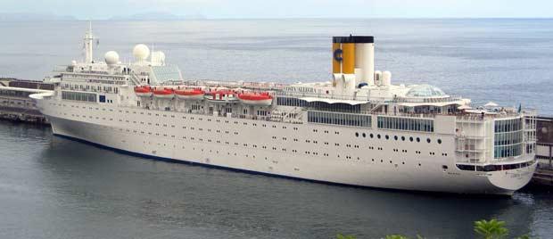 O Costa Allegra no porto italiano de Gênova em foto não datada (Foto: AP)