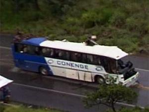 Acidente com ônibus deixou 15 mortos  (Foto: Reprodução TV Globo)