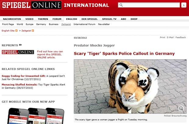 Após chamada de emergência, policiais acharam tigre de pelúcia. (Foto: Reprodução)