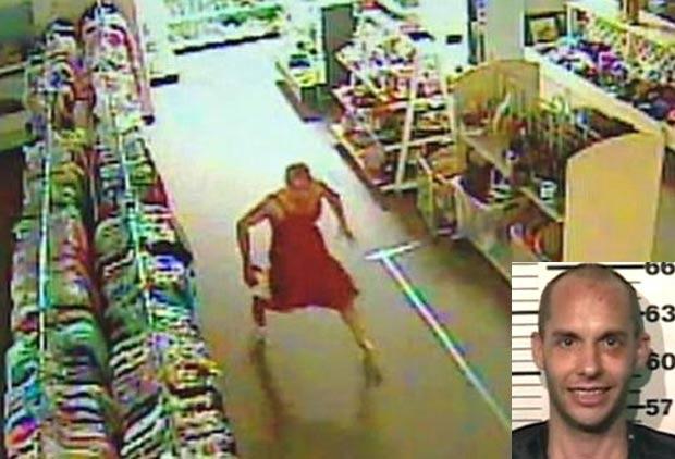 Após invadir nu loja, homem colocou vestido vermelho. (Foto: Reprodução)