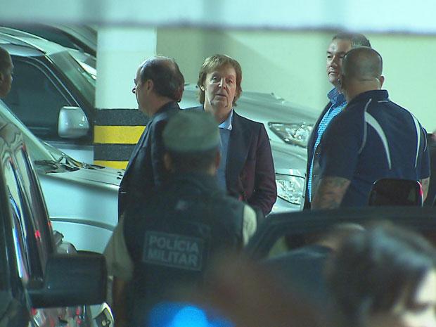 Paul McCartney chega ao Recife (Foto: Reprodução / TV Globo)