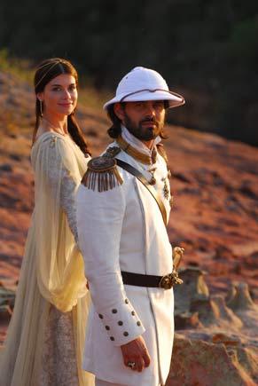 O rei Augusto (Carmo Dalla Vecchia) e a rainha Cristina (Alinne Moraes) (Foto: TV Globo/Zé Paulo Cardeal)