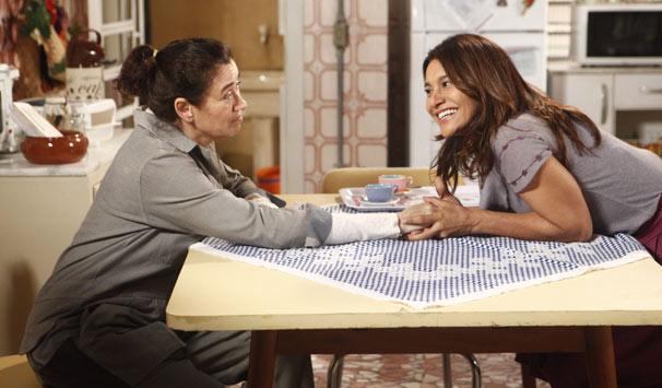 Griselda (Lilia Cabral) e Celeste (Dira Paes) são grandes amigas (Foto: Fabrício Mota/ TV Globo)