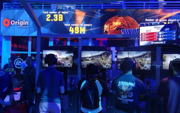 O estande de teste de Need For Speed Rivals foi um dos mais concorridos da E3 (Foto: Renan Dayube / TechTudo)