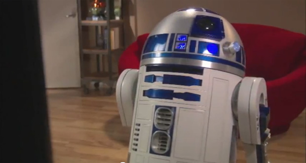 R2-D2 encontra um Kinect na sala (Foto: Reprodução)