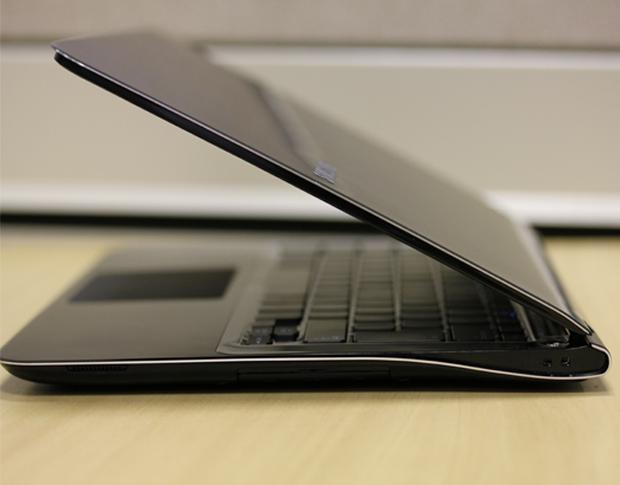 Samsung serie 9 entreaberto (Foto: Allan Melo)