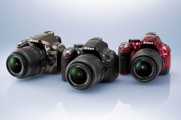 Nova Nikon vai ser vendida nas cores bronze, preta e vermelha (Foto: Divulgação)