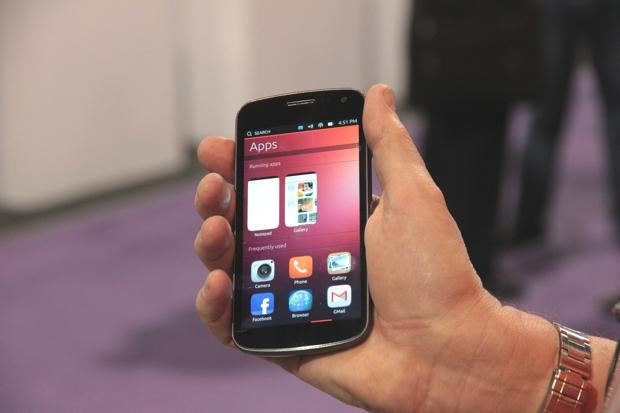Design do Ubuntu Phone segue mesmos padrões da versão maior do sistema, para PCs (Foto: Fabrício Vitorino / TechTudo)