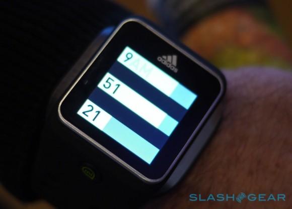 Adidas lança relógio inteligente com GPS e rastreamento de batimento cardíaco. (Foto: Reprodução / Slash Gear)