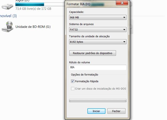 Na nova janela, você pode escolher diversas opções para formatar o cartão de memória