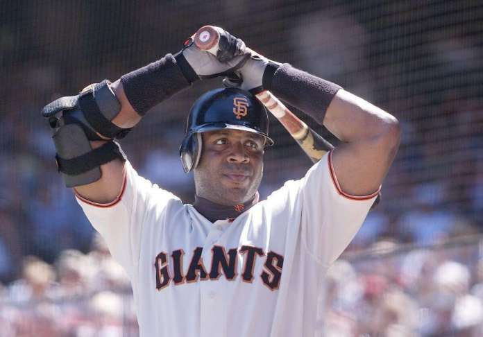 Barry Bonds says that he could've hit .400 if he bunted