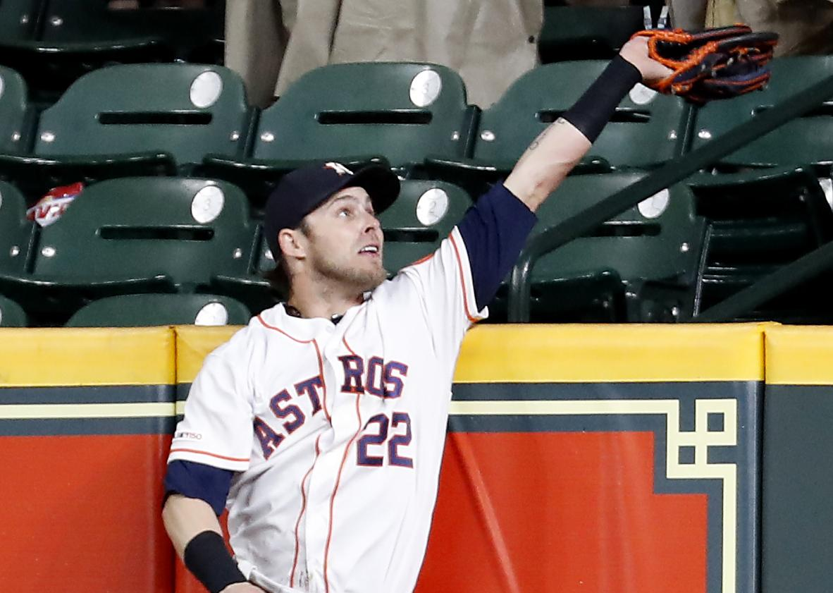 3fc0b2c7f Josh Reddick s catch in 9th is a game saver for Astros