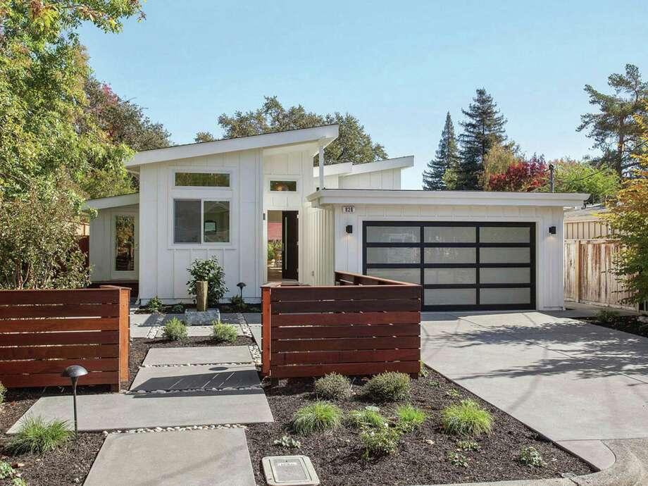 Midcentury Modern In Sonoma Has Lush Backyard, Open Floor