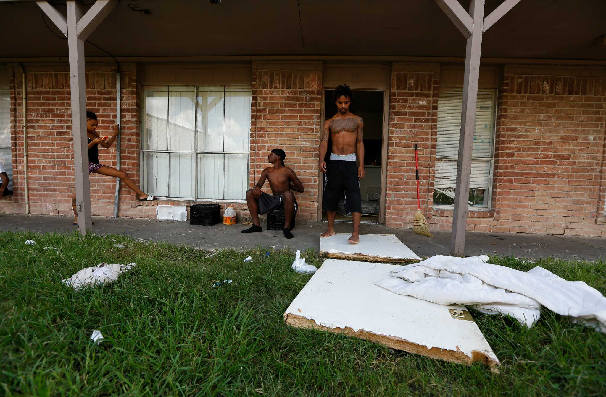 https www chron com news houston texas houston article city moves to condemn long trouble crestmont 6558540 php