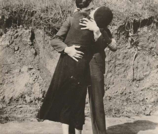 Bonnie Clyde Kissing Embracing 1933 Courtesy Pdnb Gallery