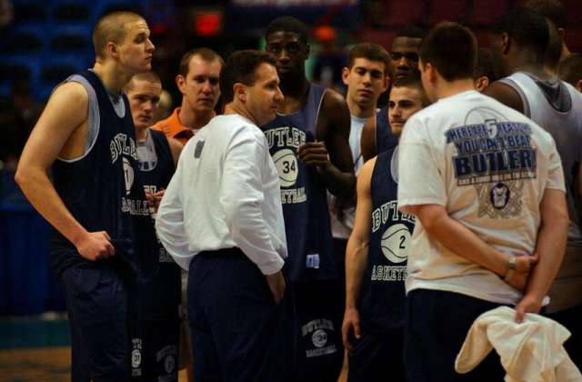 Butler University basketball team head coach Todd Lickliter talks to his team at the end of practice on the floor of the Pepsi Arena in Albany, NY Thursday March 27, 2003.