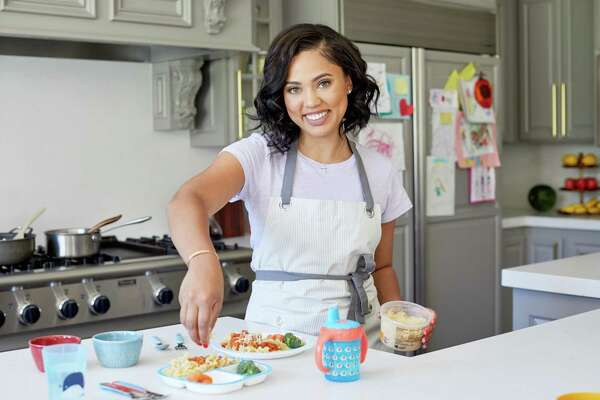 Ayesha Curry Scores Competitive Cooking Show As Producer Host Sfchronicle Com