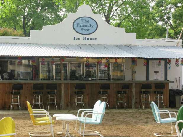 The friendly venue closed immediately Tuesday night in case the man behind the posts claiming he would be broadcasting COVID-19 on the Southtown staple carried out his threat.  Photo: Staff File Photo / JMCINNIS@EXPRESS-NEWS.NET