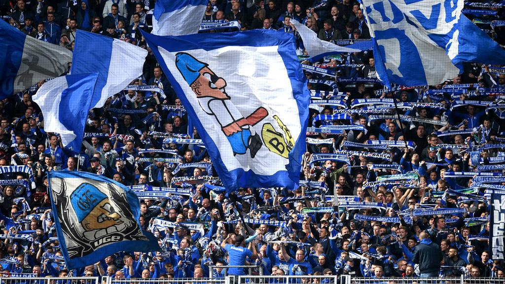 Fc Schalke Entschuldigt Sich Fur Bvb Geschmacklos Plakat