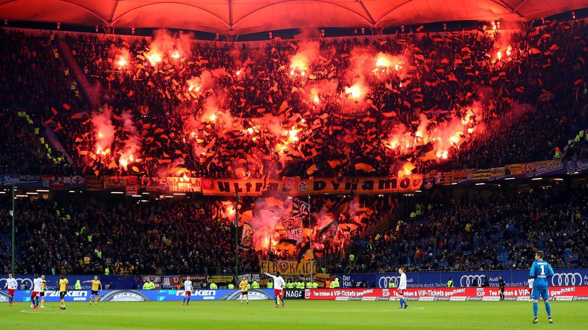 Hsv Gegen Dynamo Dresden Pyro Wahnsinn Im Volksparkstadion