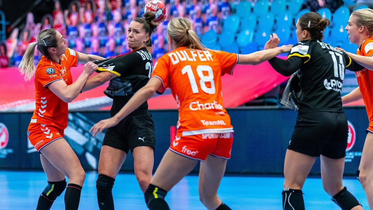 https www sport de news ne4278756 handball em bitter niederlaenderinnen entreissen dhb team den sieg