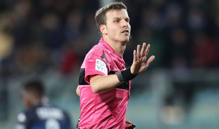 The referee for the Juventus - Fiorentina match may be suspended due to controversial decisions.