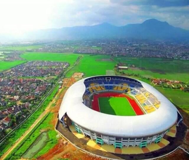 Fullpicstadion Pertama Di Indonesia Yang Menggunakan Papan Sponsor Elektronik