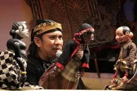 Mengenal Lebih Dekat Dalang Wayang (KI ENTHUS SUSMONO)