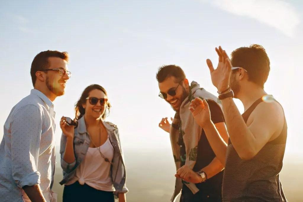 5 Fakta Terpendam di Balik Orang yang Selalu Kelihatan Ceria