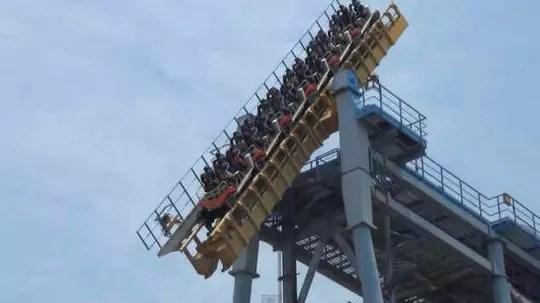 Roller Coaster Paling Greget di Belahan Dunia