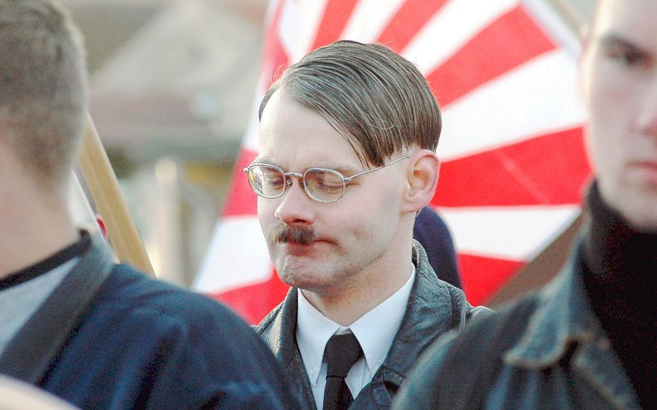 Γερμανός νεοναζί που δεν κρύβει τις... επιρροές του. Ο Καμύ έγραφε: «Το μυστικό της Ευρώπης είναι ότι δεν αγαπά πλέον τη ζωή».