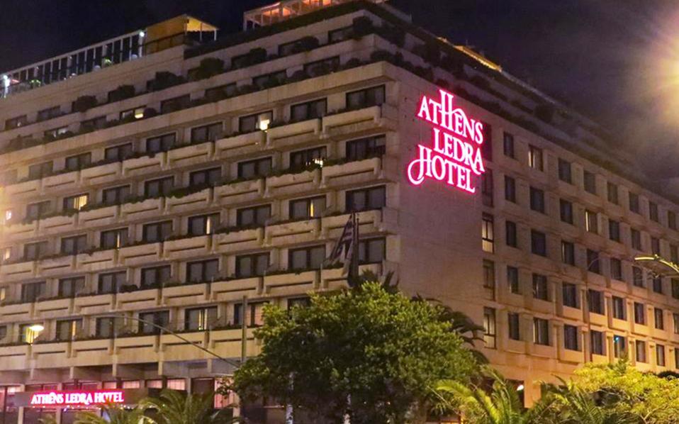 Το Athens Ledra, από τα τέλη του 2013, σταμάτησε να λειτουργεί ως Ledra Marriot μετά τη διακοπή τής επί τρεις δεκαετίες συνεργασίας με τη διεθνή ξενοδοχειακή αλυσίδα Marriott International.