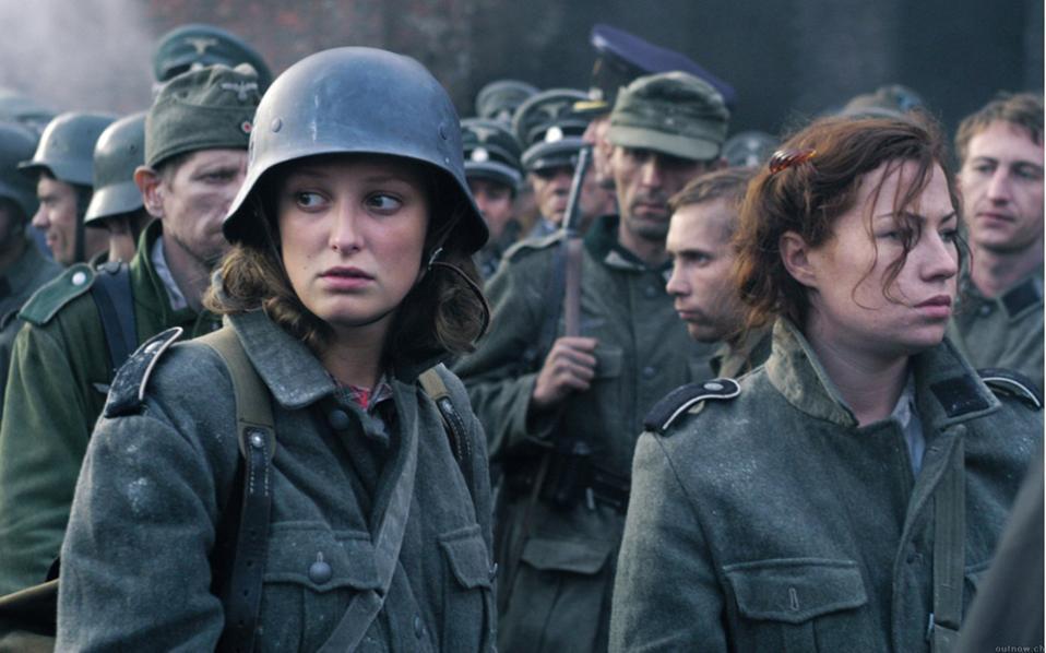 Σκηνή από την ταινία «Η πτώση». Στα πρόσωπα των Γερμανίδων καθρεφτίζεται η ηττημένη Γερμανία. Στο βιβλίο του Χάινριχ Μπελ, η Λένι μεγάλωσε την εποχή του πρώιμου ναζισμού και ενηλικιώθηκε στη διάρκεια του καθεστώτος.